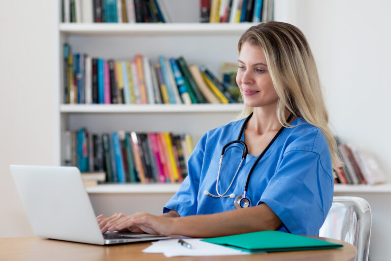 nurse studying online degree program